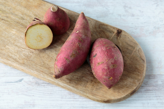 10 alimentos surpreendentemente saudáveis batata doce vermelha 105865 1561