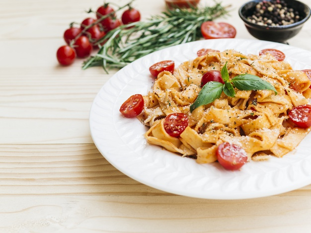 10 alimentos surpreendentemente saudáveis delicioso prato de massa italiana