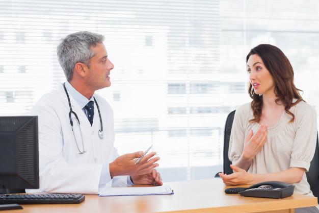 O que causa ansiedade? paciente conversando com o medico sobre doenca  Copia