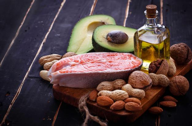 10 alimentos surpreendentemente saudáveis salmao gordo saudavel abacate oleo nozes 82893 1990